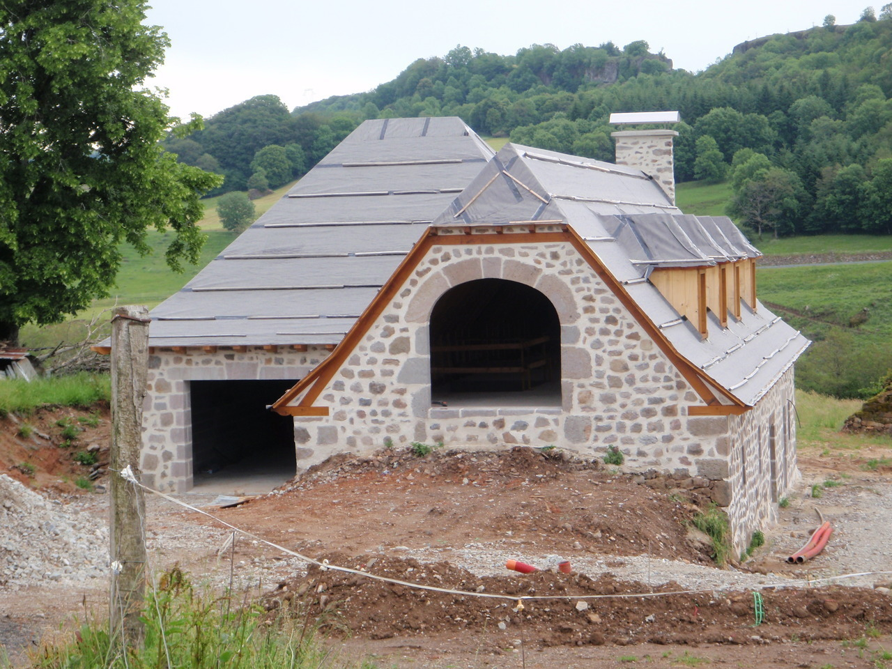 Restauration extension buron grange corps de ferme cantal aurillac - Renovation grange avant apres ...