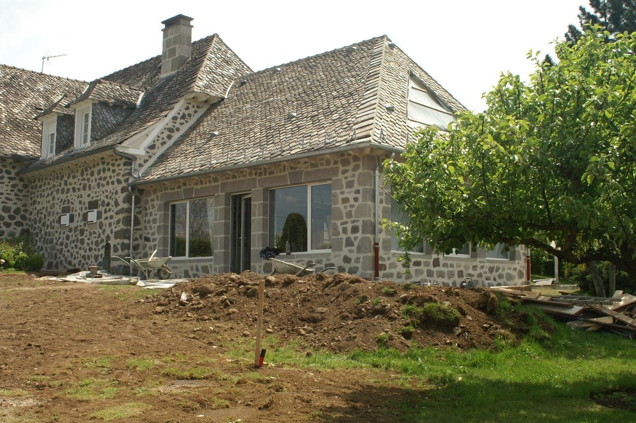 restauration extension buron grange corps de ferme cantal. Black Bedroom Furniture Sets. Home Design Ideas